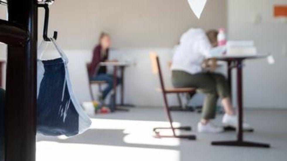 Schüler bei Abiturprüfung. © dpa