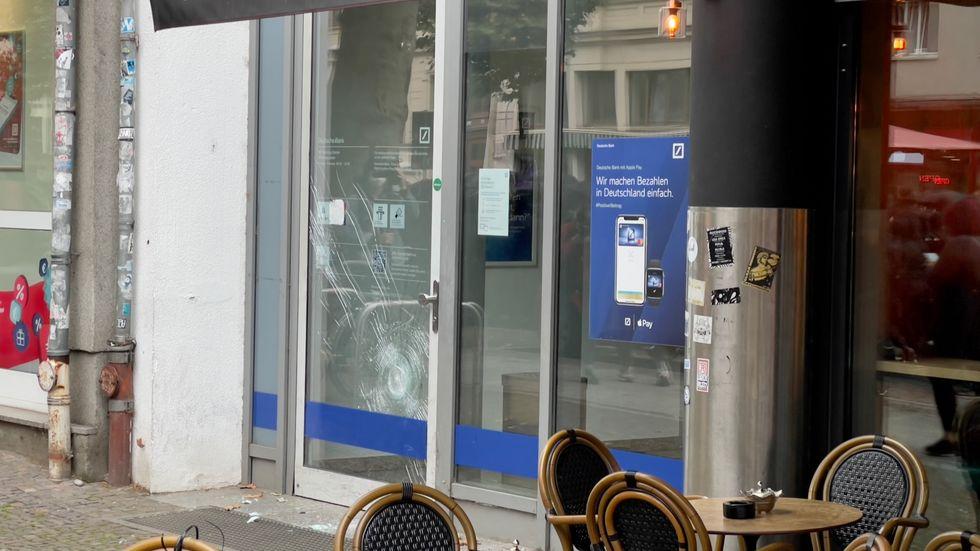 beschädigte Bankfiliale an der Karl-Liebknecht-Straße in Leipzig