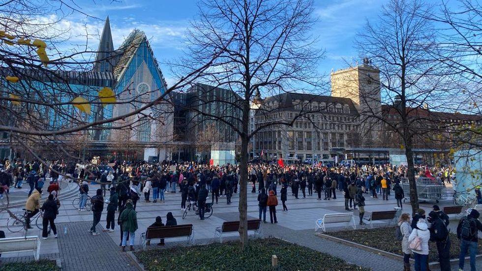 Gegenproteste wurden auf dem Leipziger Augustusplatz stationiert © Redaktion