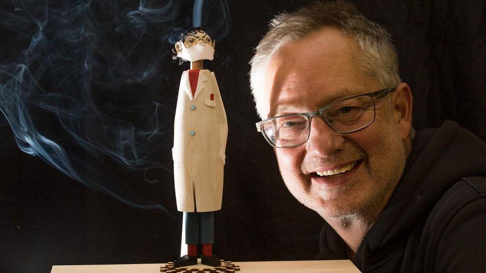 Tino Günther, der Erfinder des Räucher-Virologen, hat gut Lachen. Foto: Jan Görner