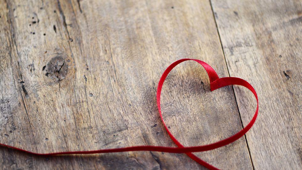 Herz aus Band geformt