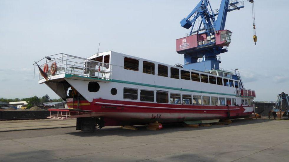 In See stechen darf der 55 Tonnen schwere, 30 Meter lange und fast fünf Meter hohe Dampfer auch in dieser Saison nicht. Es gibt keine Genehmigung für Motorschiffe auf dem Berzdorfer See