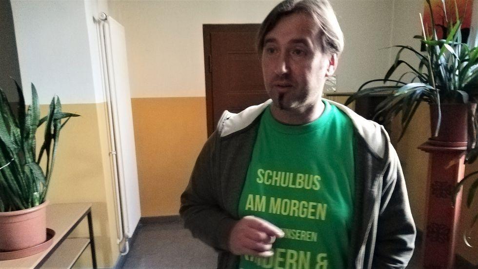 Ronald Schmidt, Elterninitiative Neißeaue: Taktbus-Fahrplan aussetzen! Schüler in Rothenburg müssen vom Markt bis zum Flugplatz laufen.